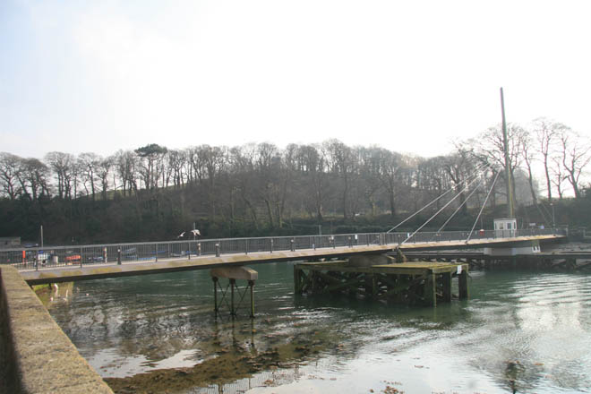 The modern swing bridge viewed from north.